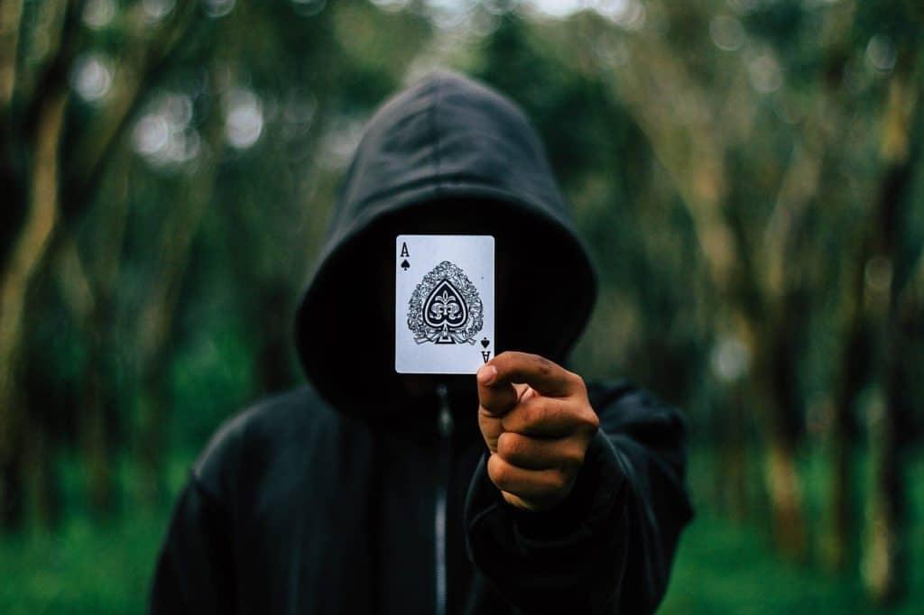 אמן חושים עם קלף